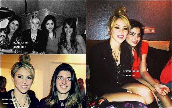 3 mai 2013 : Shakira était à l'anniversaire du joueur de football du FC Barcelone Cesc Fàbregas à Barcelone La belle colombienne était radieuse, j'aime beaucoup son petit chignon et sa tenue noir est pas mal du tout, elle a de jolies jambes.