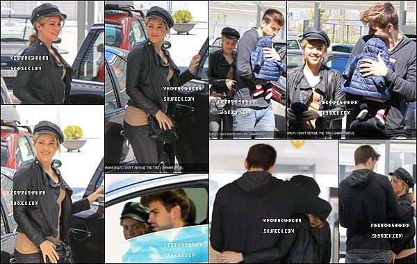 9 avril 2013 : Shakira& Milanse rendantà l'aéroport de Barcelone. Gerard les a accompagné à l'intérieur. Shakira & Milan prenaient l'avion en direction de Los Angeles. S. se rendait à LA pour tourner un nouvel épisode de The Voice
