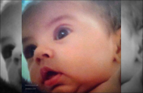 """15 avril 2013 : Shakira a posté une nouvelle photo de Milan sur Twitter.Légende de ce dernier : """"J'avais juré que jamais je ne le ferai, et maintenant je suis devenue une de ces mamans qui ne peuvent s'empêcher de montrer des photos de leur bébé !"""""""