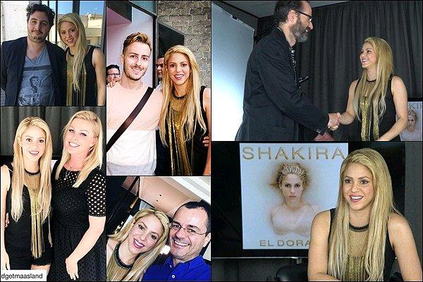 8 Juin 2017 : Shakira a donné plusieurs interviews et a pris des photos avec des fans à Barcelone J'adore sa tenue, dommage qu'on ne la voit pas mieux mais elle semble très jolie, ainsi que ses cheveux, au TOP !