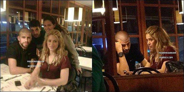 25 avril 2013 : Shakira, Gerard et leurs fils Milan Piqué Mebarak arrivant à l'aéroport de Barcelone Shakira était très jolie, j'aime beaucoup sa tenue à la sortie de l'avion, elle était vraiment superbe avec sa veste & Milan dans les bras