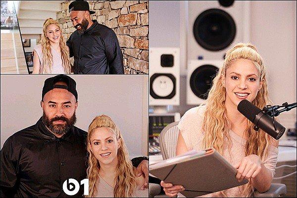 15 mai 2017 : Shakira, toujours aussi radieuse, se promenant dans les rues de New York J'adore sa tenue ! Shak est vraiment canon *__* certains fans ont eu la chance de la rencontrer lors de son pasage à NYC