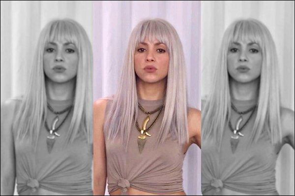 """22 février 2017: Shakira et Black M ont pris une photo lors du tournage du clip de """"Comme moi"""" J'adore sa perruque grise, elle lui va à ravir, avec ce petit aperçu cela me donne encore plus envie de voir le clip ! :D"""