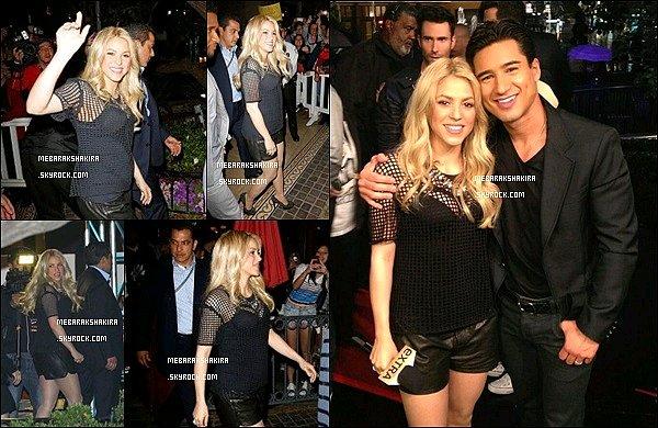 6 mai 2013 : Shakiraétait présente à léemission EXTRA où elle se faisait interviewéà Los Angeles Je ne sais pas vous mais j'aime beaucoup sa tenue. Son haut noir lui va bien. Ses cheveux détachés sont très beaux.