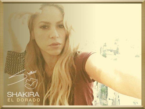 """Shakira a posté un nouveau selfie, pris avec un filtre disponible sur son site """"ShakiraElDorado.com"""" Elle est mignonne comme toujours, encore quelques jours avant la sortie du nouvel album. de la belle colombienne...!"""