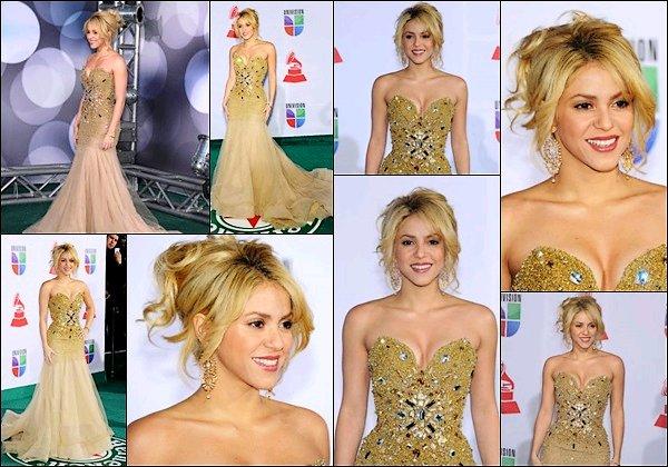 10 novembre 2011 : Shakira était présente à la cérémonie des Latin Grammy Awards à Las Vegas Shakira était somptueuse dans cette robe dorée, j'adore son chignon et son maquillage très discret, un grand TOP *_*