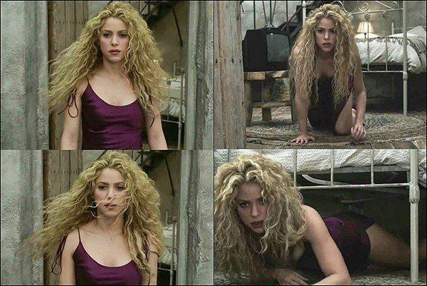 3 NOVEMBRE 2018 ▬Shakira a dévoilé lors de son dernier concert à Bogota le clip de NADA ♥ Shakira est divine dans cette robe violette. J'aime beaucoup la simplicité de ce clip vidéo, cette chanson est tellement belle *__*
