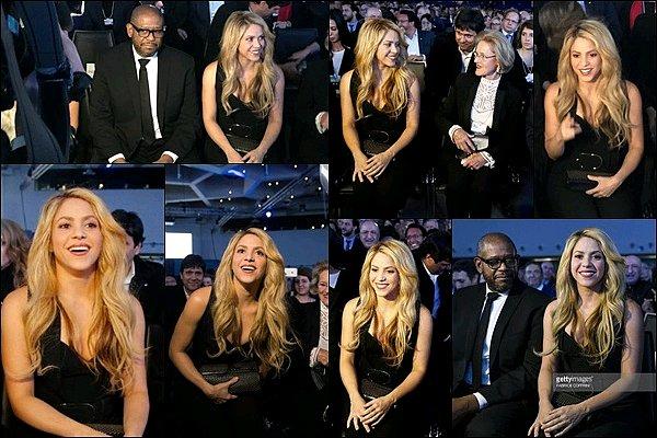 16 Janvier 2017 : Shakira était présente au Forum Economique Mondial à Davos en Suisse Shakira était très élégante dans cette combinaison noir, j'aime beaucoup ses cheveux lâchés, elle était au TOP pour l'occasion