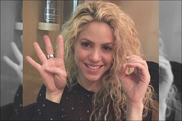 """28 Novembre 2016 : Shakira a posté une nouvelle photo à l'occasion des 40 millions de vues de Chantaje ! Légende du post de a belle : """"40 Millions de vues pour la vidéo de #Chantaje ! Incroyable, merci à tous pour cette nouvelle !! Shak"""""""