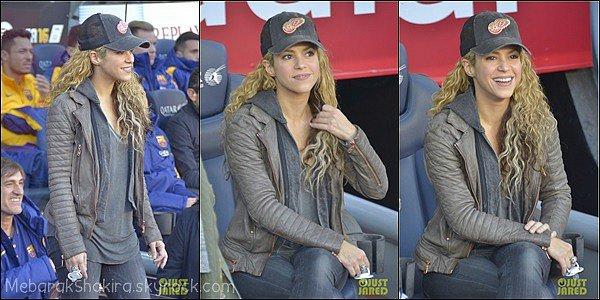 28 Novembre 2015 : Shakira, Milan et Sachasont allés encourager Gerard au Camp Nouà Barcelone Ils sont adorables !♥Comment ne pas craquer devant une telle supportrice et ces deux petites bouilles ? Gerard est très chanceux.