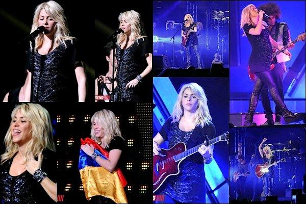 """14 Octobre 2012 : Shakira Mebarak a posté une photo avec de donner un concert à Baku en Azerbaïdjan Message de la belle colombienne : """"Je me prépare pour le show, on se voit bientôt Baku"""". Elle est tout simplement resplendissante !!"""