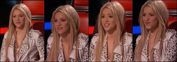 THE VOICE ●EPISODE 4 Juin 2013● Nouvelle Photo promotionnelle de Shak pour The Voice La veste blanche de Shakira est super ! Ce genre lui va à merveille. Elle est toute belle les cheveux lisses, n'est-ce pas ? :)