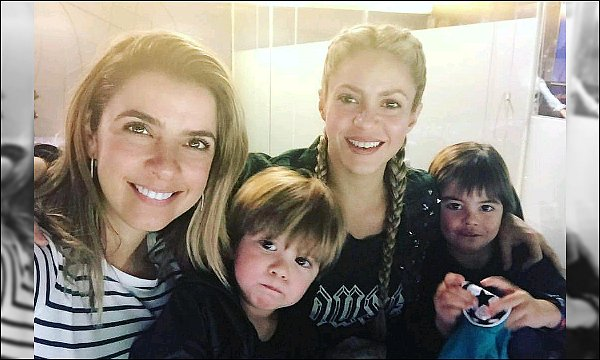 2 février 2017 : Shakira est allé rendre visite à des enfants et patients d'un hôpital à Barcelone C'est adorable de sa part, elle était super chou avec ses tresse, les photos sont super, ça a dû leur remonté un peu le moral :3