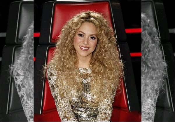 THE VOICE ● EPISODE 18 Juin 2013 ● Photo promotionne de la jolie Shakira pour The Voice S. était ravissante pour ce dernier épisode de la saison 4 de The Voice, j'aime énormément son haut doré et ses cheveux bouclés.