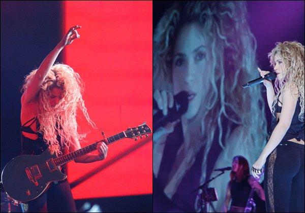 """23 Octobre 2017 : Shakira a posté sur instagram """"Qui a dit qu'on ne pouvait pas s'amuser tout en bossant dur ?"""" + Photo à droite, le 24/10/17, Shakira continue d'enchaîner les sessions de répétitions pour la tournée qui approche à grande allure !"""