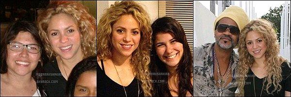 21 juin 2013 : Shakira & Tonino quittant le consulat des Etats-Unis à Rio de Janeiro au Brésil Elle est chou avec son demi-frère ^^ Je n'adore pas sa robe mais bon ça passe, tenue décontracté pour la belle.