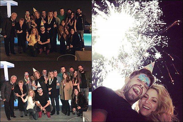 31 décembre 2015 : Shakira & Gerard ont passé le réveillon de la St Sylvestre avec des amis et de la famille. S. a pris une photo avec sa belle-mère et ses parents. Ils sont magnifiques tous les 3. Super photos avec Gerard & les feux d'artifices.