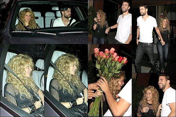 1 juillet 2013 : Shakira, son filsMilan&son demi-frère Toninoarrivant à l'aéroport de Rio De Janeiro Shakira était adorable avec son petit chapeau en paille ! Elle a un joli teint frais même après avoir passé quelques heures dans l'avion