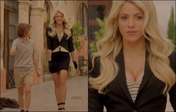 Découvrez de nouvelles photos pour la nouvelle publicité de Shakira pour Costa Croisière ! Shakira est ravissante, j'aime assez sa tenue et ses cheveux sont super coiffés comme ça ! Hâte de voir la vidéo complète. :)