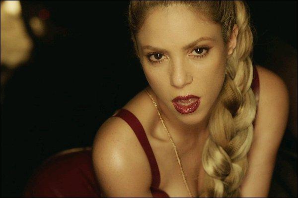 12 septembre 2017 : Shakira a posté une nouvelle photo d'elle lors du tournage du clip de Perro Fiel LE CLIP DE PERRO FIEL SORTIRA VENDREDI PROCHAIN, SOIT LE 15 SEPTEMBRE ! Je suis tellement impatiente *_*
