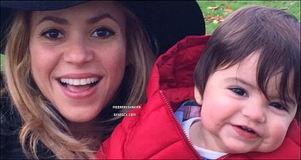 28 août 2014 : Shakira a posté un Tweet confirmant officiellement sa seconde grossesse
