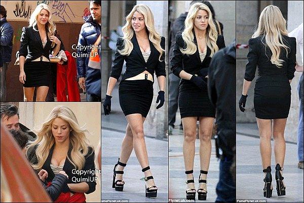 29 Novembre 2016 : Shakira a posté une photo d'un Playmobil la représentant dans le clip de Chantaje Montage réalisé par YouAreClick. J'aime beaucoup l'idée, tout comme la colombienne. Shakira est tellement canon dans cette tenue.