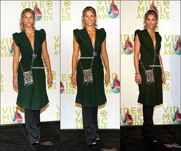 25 aout 2005 : Shakira aux MTV Video Music Awards à Miami en Floride