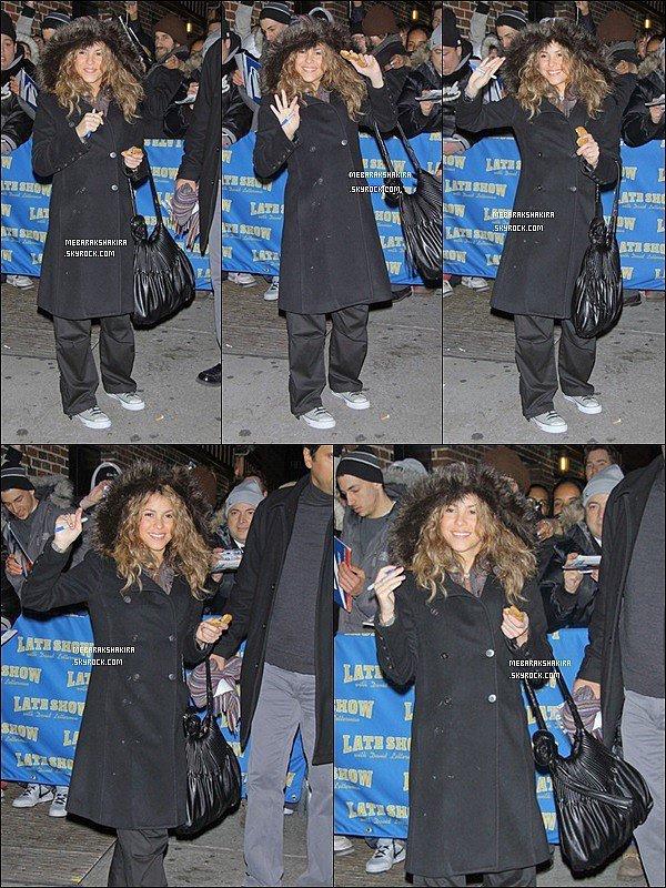 15 décembre 2005 : Shakira allant au The Late Show with David Letterman
