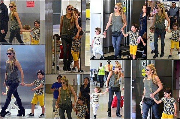 11 Juin 2017 : Shakira, Milan et le petit Sashaarrivant à l'aéroport de Miami aux Etats-Unis Shakira est radieuse même après avoir passé près de la moitié de la journée dans l'avion avec deux enfants de moins de 5 ans, respect !