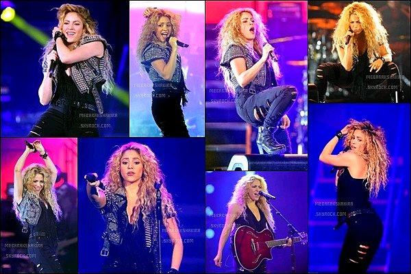 9 octobre 2013 : Shakira était présente à l'évênement organisé par l'opérateurT-Mobil à New York Shakira était sublime avec sa crinière de lionne !! J'aime beaucoup son jean troué et son petit gilet sans manches, au TOP !