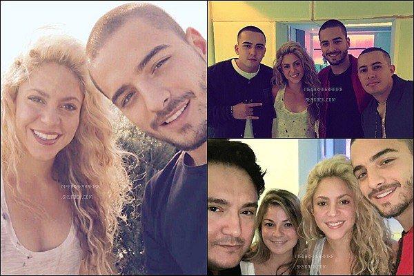 11 Septembre 2016 : Shakira était en studio avec le chanteur Colombien Maluma à Barcelone Ils sont tout beaux sur ces photos ! J'adore les cheveux de Shakira, ils sont tellement jolis ! Hâte de voir ce qu'ils nous préparent