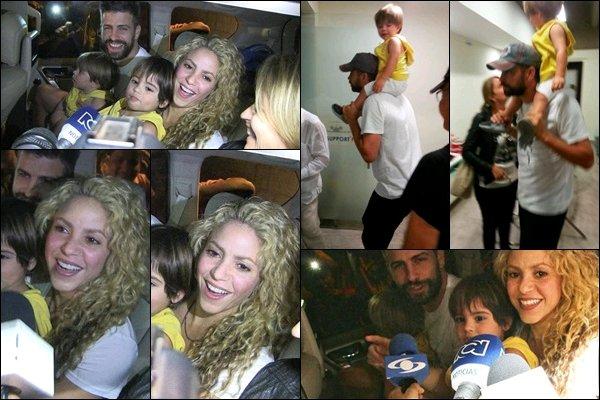 23 décembre 2016 : Shakira a pris une photo avec une fan lors de ses vacances aux Bahamas Même lors de ses vacances, la jolie colombienne a toujours un peu de temps à accorder à ses fans, Shakira est adorable :)