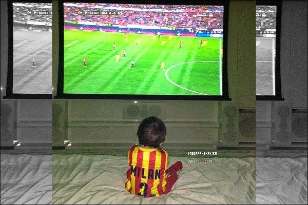"""19 octobre 2013 : Gérard a posté une photo de son filsMilan sur son compte Twitter """"la partie commence"""" Le petit garçon a l'air très concentré dans le match, et quel supporter, le maillot à son nom.. la totale ! Milan est vraiment adorable :)"""