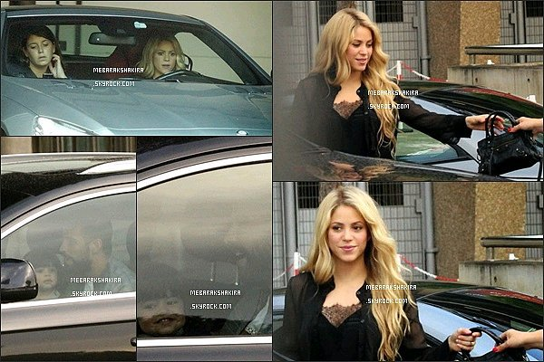 31 août 2014 : Shakira, sa belle-mère & Milan jouant au ballon à Barcelone