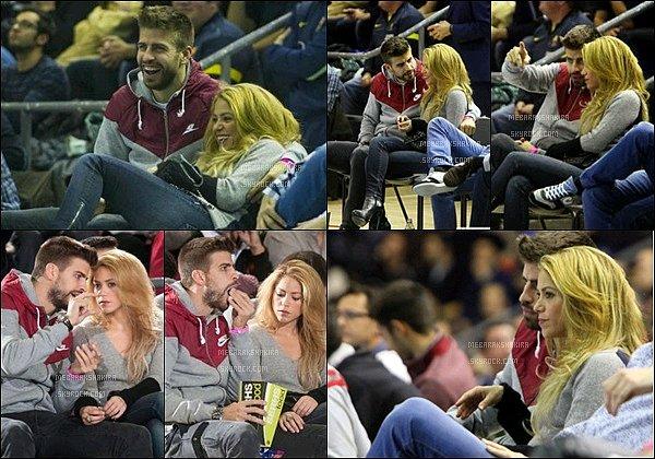 28 novembre 2013 : Shakira, Gérard & Milan se promenant dans les rues de Barcelone Dommage qu'il n'y ait pas plus de photos et surtout de meilleur qualité. En tout cas ils étaient mignons tous les trois :)