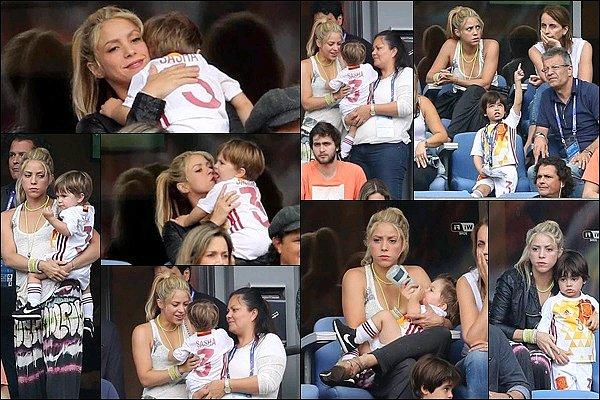 27 Juin 2016 : Shakira a posté une photo avec sa cousine sur la Seine lors de son passage à Paris Shakira est ravissante ! J'aime beaucoup son blouson, elle avait l'air ravie de voir sa cousine, dommage que l'Espagne ai perdu ensuite...