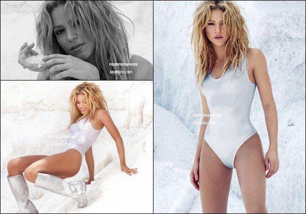2010, Shakira a fait un photoshoot dans la neige réalisé par le photographe Jaume De Laiguana Shakira est superbe avec son petit maillot de bain argenté, quel corps de rêve, sans parler de sa magnifique crinière, J'adore ! *___*