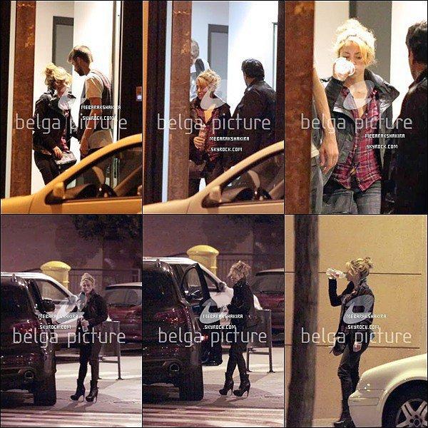 3 Février 2014 : Shakira etMilanont été vu jouant dans leur voiture. Ils sont adorables tous les deux♥ La jolie maman a l'air de profiter pleinement de son petit Milan, c'est si mignon de les voir ainsi avec un tel sourire au lèvres :)