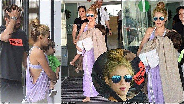 28 mai 2016 : Shakira et Gerard étaient en vacances à la plage avec leurs deux fils à Ibiza S. était toute jolie, j'aime beaucoup ses beaux cheveux bouclés. Milan et Sasha sont adorables sur leur serviette *_*