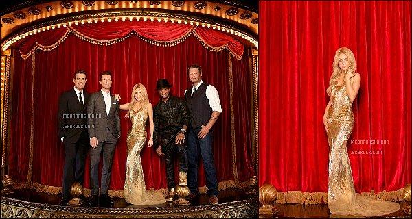 Voici de nouvelles photos promotionnelles pour la saison 6 de The Voice Shakira est plus que sublime dans cette robe dorée, les autres coach étaient très élégants eux aussi, très joli shoot pour The Voice US