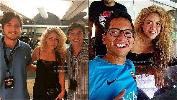 """12 Septembre 2016 : Shakira a posté une nouvelle photo d'elle en studio sur les réseaux sociaux Légende du Tweet de la belle colombienne """"Pédicure en studio, Shak !"""". La jolie blonde a raison de s'accorder une pause vernis."""