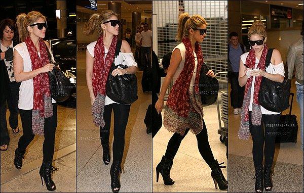 16 décembre 2009 : Shakia accompagné de son compagnon Antonio étaient à l'aéroport de Miami Shakira était toute jolie, j'aime bien sa tenue dans l'ensemble, elle était superbe pour prendre l'avion, et vous, vous aimez ?