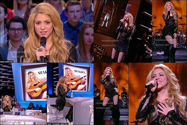 28 mars 2014 : Shakira était invitée sur le plateau de l'émission française Le Grand journal Miss Mebarak était en pleine promotion européenne pourla sortie de son nouvelle album éponyme SHAKIRA.