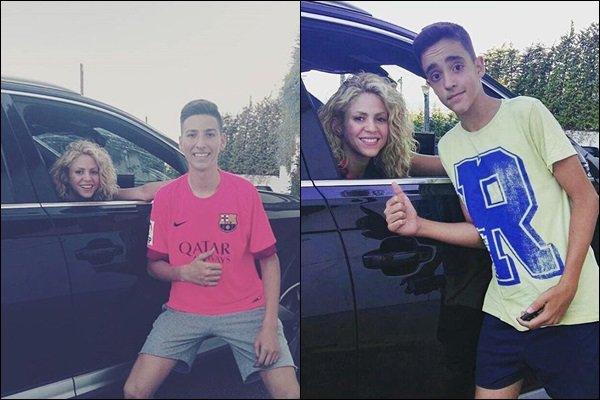 25 Juillet 2016 : Shakira a pris - de sa voiture - des photos avec des fans plus que ravis, à Barcelone S. est toute jolie et très souriante comme à son habitude ! J'aime beaucoup ses cheveux bouclés, au TOP même au naturel.