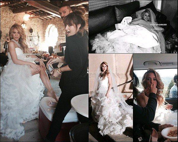 8 mars 2014 : Shakira portant une robe de mariée sur letournage de son prochain clip Empire Shakira était superbe ! La robe lui va à merveille, ses cheveux sublimes comme ça également ! Elle ferait une parfaite mariée :)