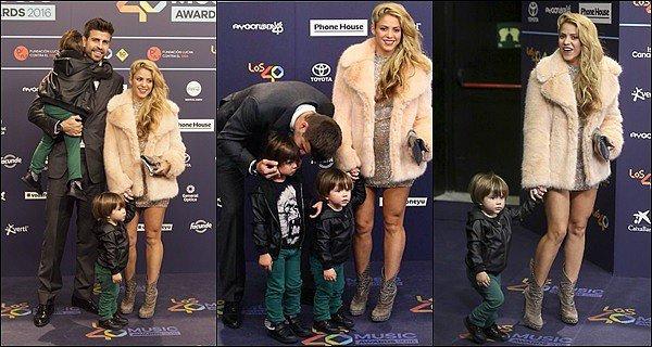 1er décembre 2016 : Shakira était présente à la cérémonie des 40 MUSIC AWARDS à Barcelone Shakira était tout simplement SUBLiiiME ! J'adore sa robe, elle est tellement parfaite et mes ses courbes en valeur, un énorme TOP ♥