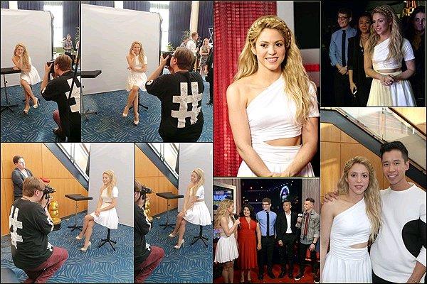 26 avril 2014 : Shakira aux Radio Disney Music Awards. S.  était vraiment adorable tout en blanc. J'adore ces portraits de Shakira, sa coiffure est magnifique. Félicitations à elle pour sonRadio Disney Music Awards♥