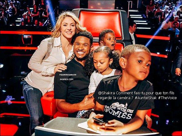 12 mai 2014 : Shakira était présente au pré show de The Voice avec Kristen Merlin à Los Angeles