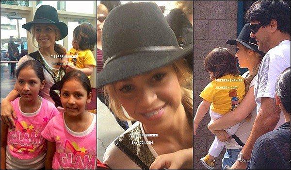 17 mai 2014 : Shakira & Milan arrivant à Las Vegas, où Ils ont fait quelques photos avec des fans