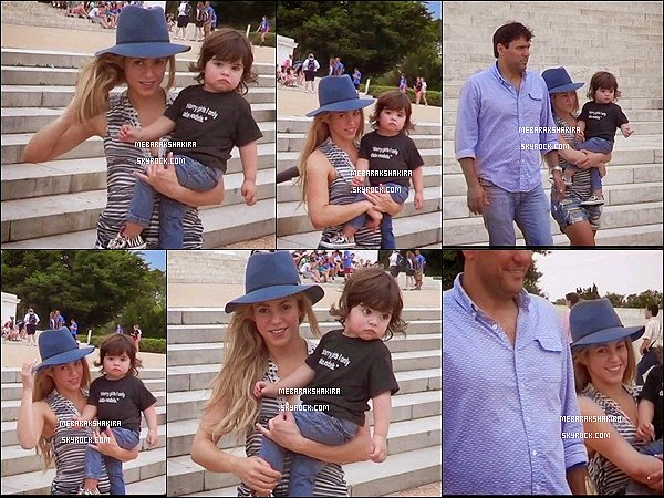 4 juin 2014 : maman Shakira expliquant à son petit Milan la déclaration de l'indépendance des Etats-Unis devant la statue du célèbre président américain Abraham Lincoln (de 1861 à 1865) à Washington DC.